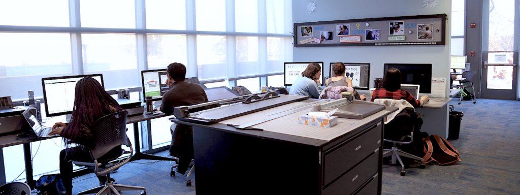 Students using DMC computer lab