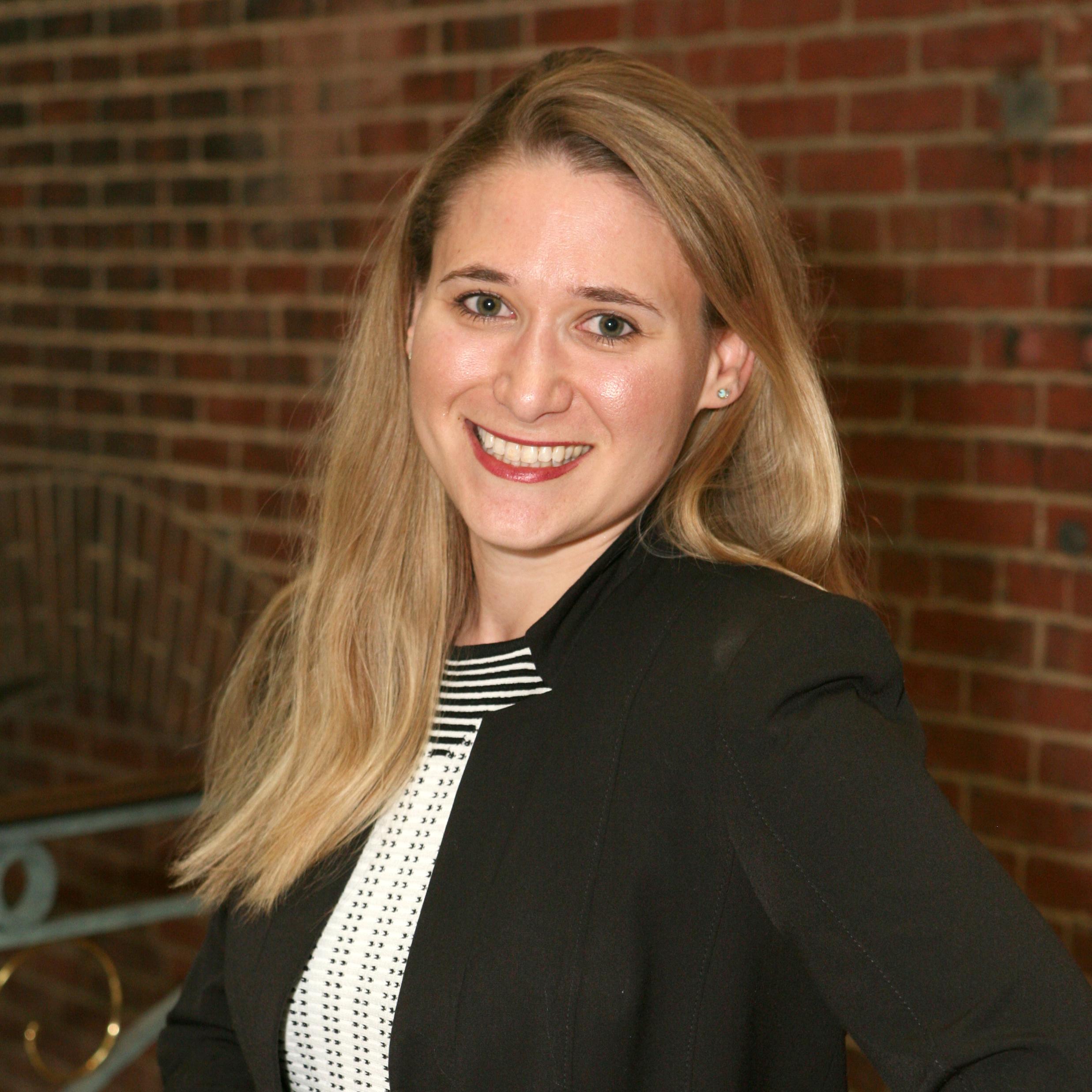Lauren Barrett headshot