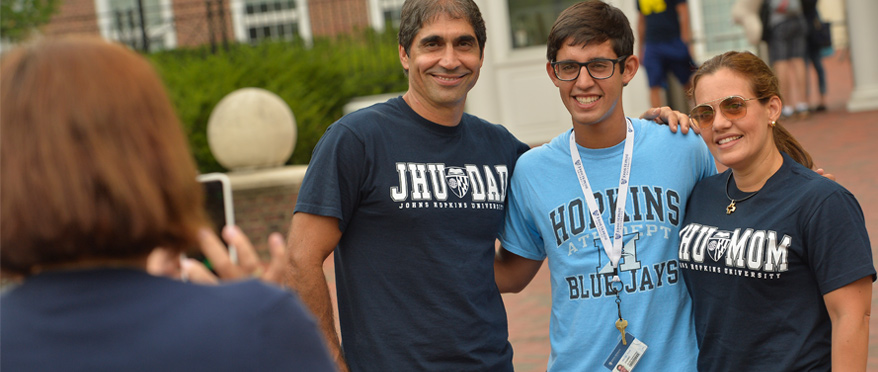 A JHU student with their parents